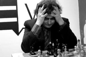 Petr Vaněk při šachové partii